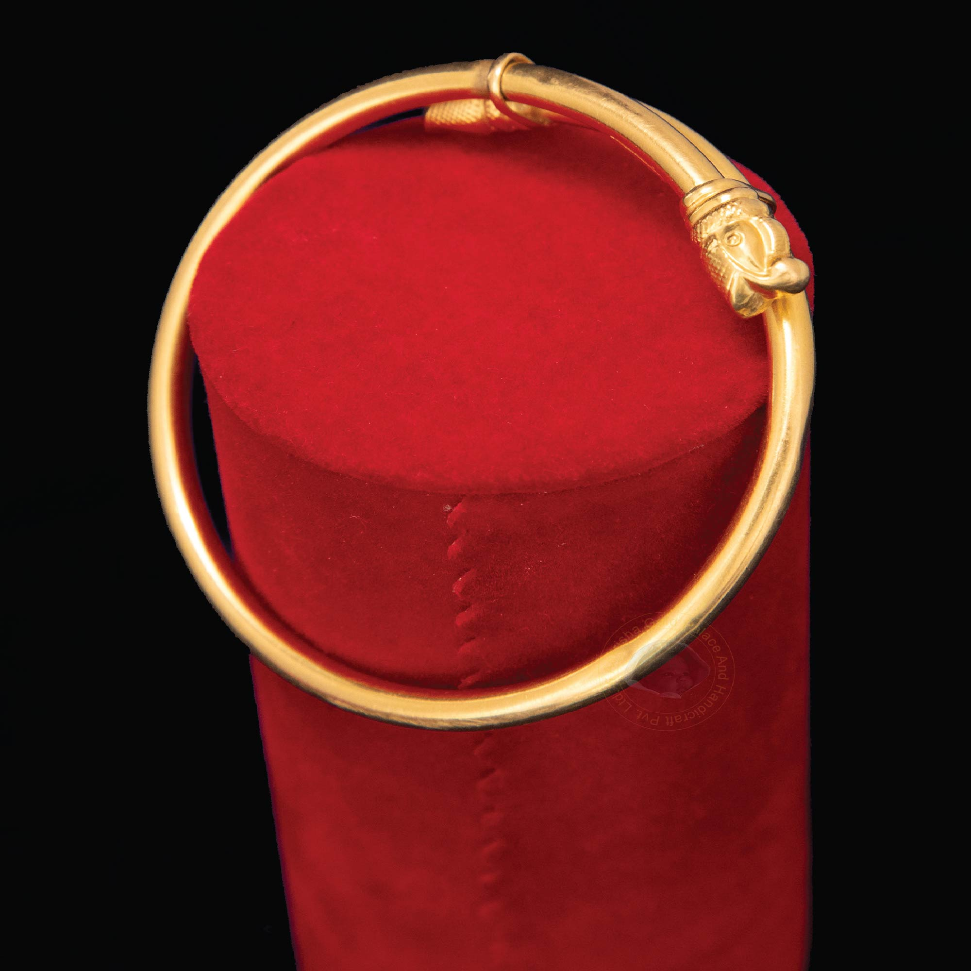 Shiny and Graceful Bangle for Ladies