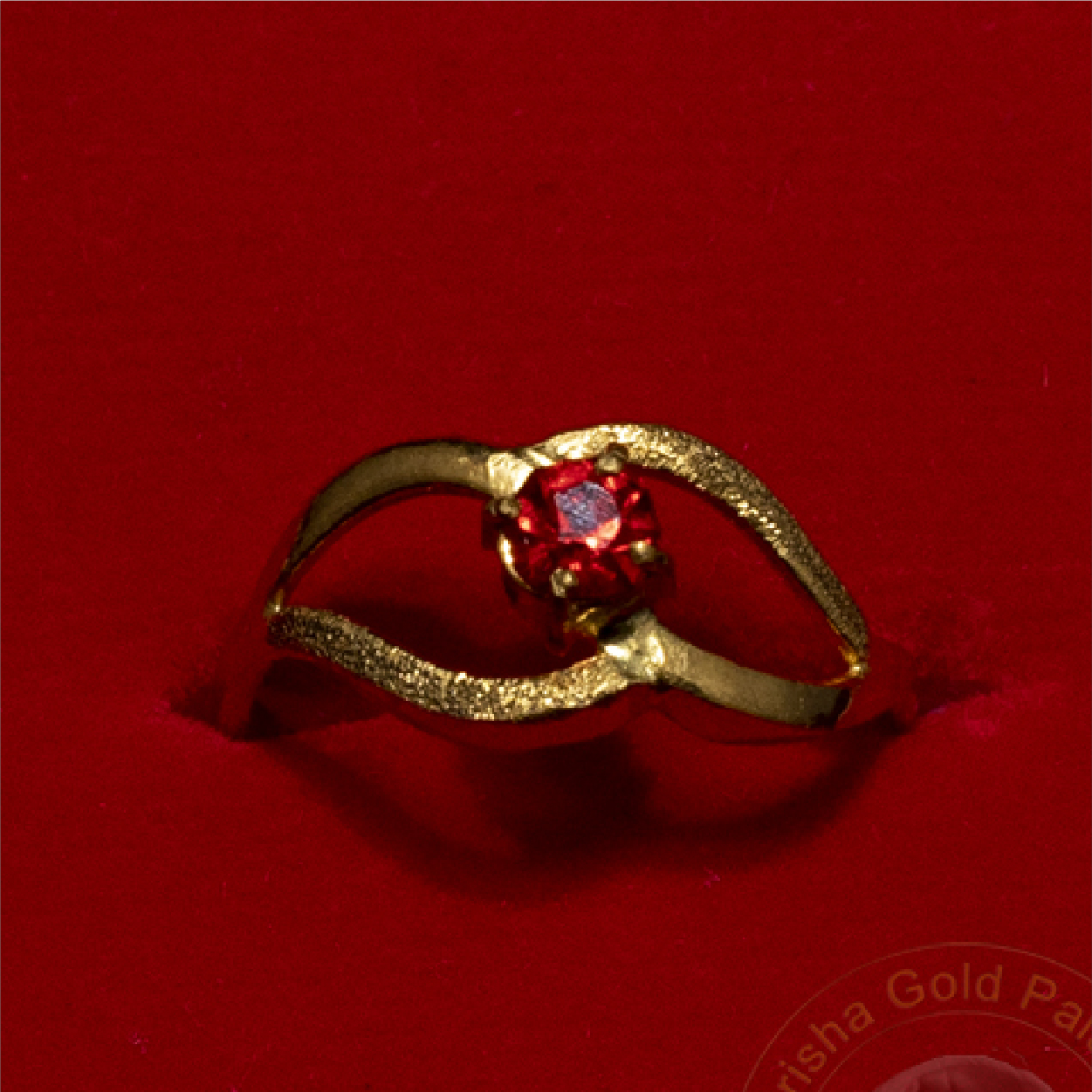 Loop Designed Ring with Ruby
